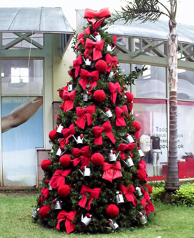 decoracao arvore de natal vermelha e dourada:Inspiração Decor: Árvore de Natal – Desejos de Beleza